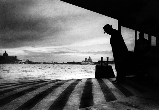 Venice, Waiting for the boat, 2001